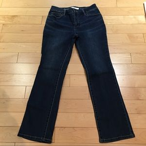 CROFT & BARROW BLUE JEANS. Size 8, Short.